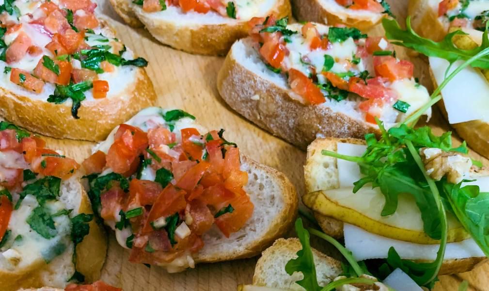 Bruschetta z pomidorami i natką pietruszki