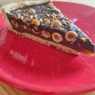Tarta karmelowa z orzechami laskowymi i czekoladą