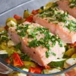 Łosoś pieczony z warzywami FIT