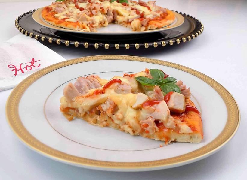Pizza przepis z wędzonym kurczakiem
