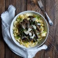 Makaron wstążki z sosem grzybowym