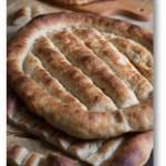 Matnakash – płaski ormiański chleb. Drożdżowe ormiańskie pieczywo
