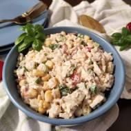 Sałatka z ryżem i tuńczykiem.