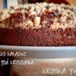 Wilgotne ciasto kakaowe ze śliwkami pod kruszonką