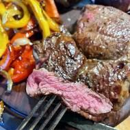 Stek wołowy & Kurczak przygotowane na grillu gazowym