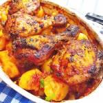 Kurczak pieczony na ziemniakach z pomidorami
