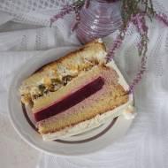 Tort malinowy z pistacjową chrupką