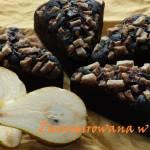 Czekoladowe babeczki z gruszkami