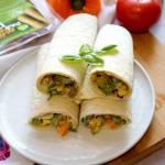 Szybkie tortille z warzywami i wege parówką