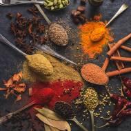 Niezbędnik przypraw na jesień – jak zdrowo i smacznie podkręć aromat Twoich dań