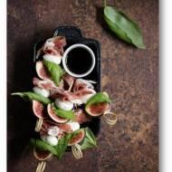 Koreczki ze świeżymi figami, mini mozzarellą i szynką
