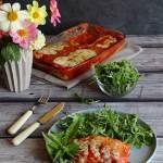 Naleśniki ze szpinakiem i kurczakiem zapiekane w sosie pomidorowym