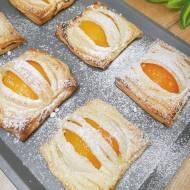 Ciasteczka francuskie z serem i brzoskwiniami