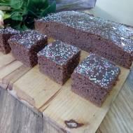 Czekoladowe ciasto na białkach z colą