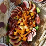 Jesienna sałatka obfitości z figami i pieczoną dynią