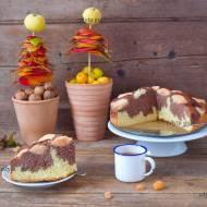 Ucierane ciasto z kakao i jabłkami