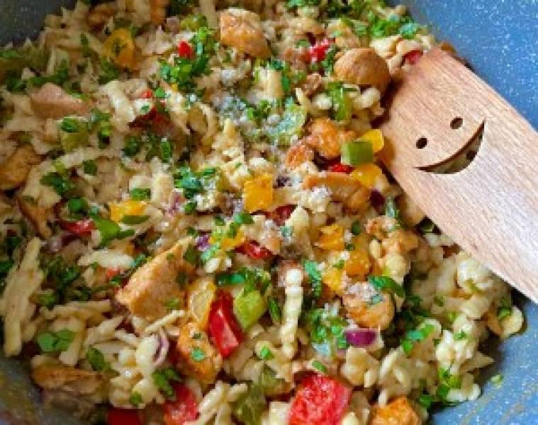 Jednogarnkowy makaron z kurczakiem curry