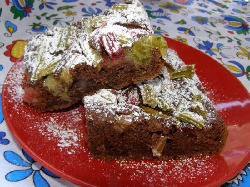 łatwe, szybkie ciasto kakaowe z rabarbarem...