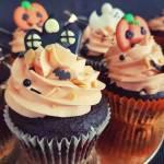 Babeczki na Halloween – czekoladowe z pomarańczowym kremem