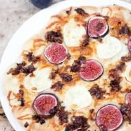 Jesienna pizza z figami i serem kozim