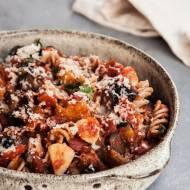Duszony bakłażan w pomidorach