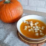 Zupa krem z pieczonej dyni z chrupiącymi grzankami