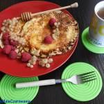 Kefirowe naleśniki z miodem i owocami