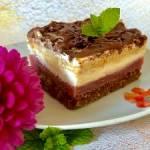 Truskawkowa mgiełka na chrupiącym spodzie – ciasto bez pieczenia!