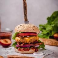 Burger ze śliwkowym sosem BBQ