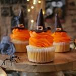 Halloweenowe cupcake czarownice